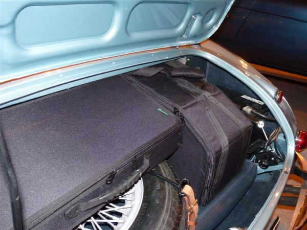 Austin Healey 3000 luggage